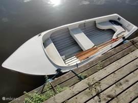 Een gratis boot hoort bij het huisje incl. 2 fietsen