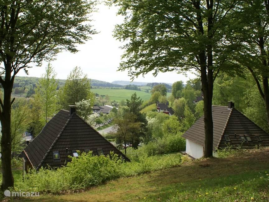 Uitzicht van het terras en vanuit het huis