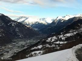 Uitzicht in de winter naar het Rhônedal vanaf de parkeerplaats.