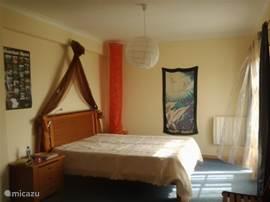 Master bedroom. uitzicht op de duinen/oceaan met balkon. super matras!