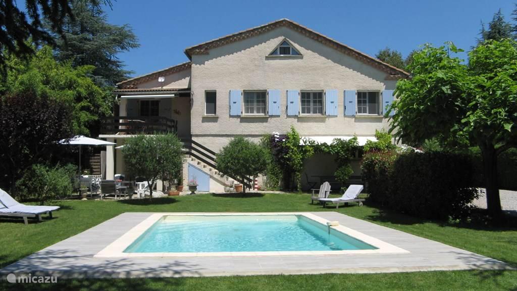 La Ganiere, een heerlijk ruim en licht huis met fijne tuin en zwembad.