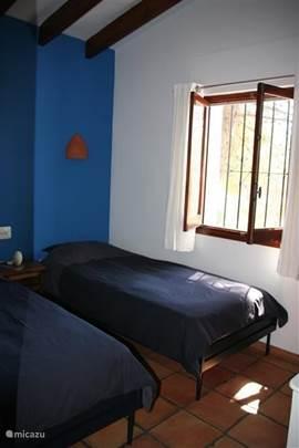 Blauwe slaapkamer, twee losse bedden