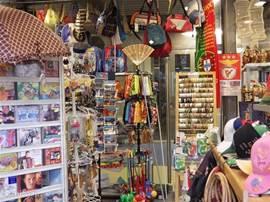 souveniertjes op de markt in Figueira da Foz.