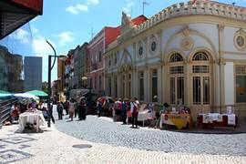 een winkelstraat in het centrum van Figueira da Foz