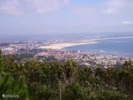 Boven in de duinen bij Figueira da Foz ligt Serra da Boa Viagem, hier heb je behalve een prachtig uitzicht naar alle kanten, ook een klimpark, waar je tussen de metershoge pijnboompitten verschillende trajecten kunt beklimmen, Er is een manege, en er liggen verschillende charmante picknickplaatsen.