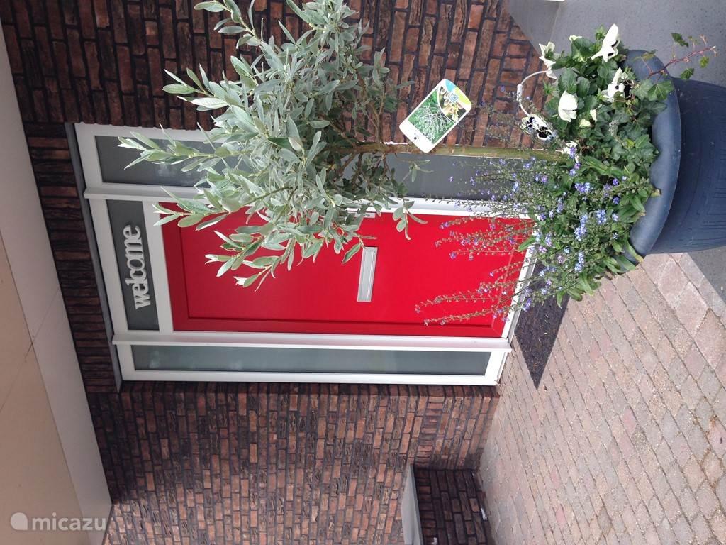 Entree De Peelrand Hoeve, deze is gelegen naast het terras.
