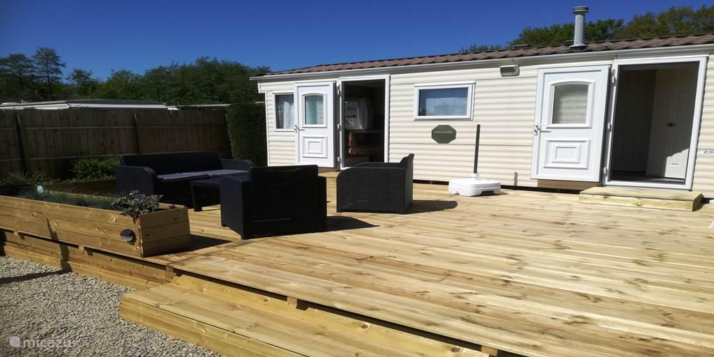 De BK Halmark met gezellig groot houten terras.