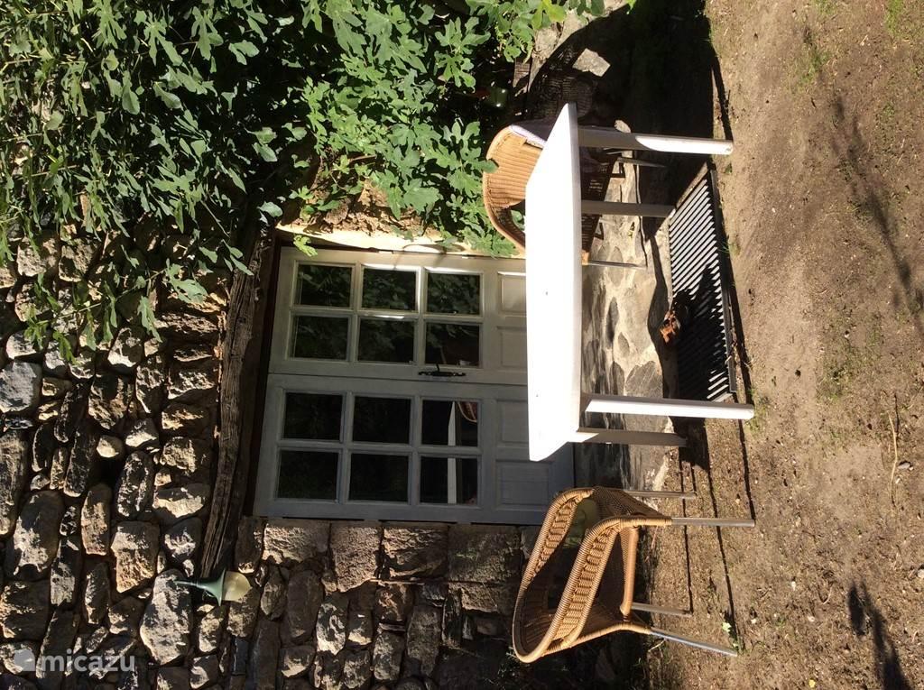 de tuindeuren van de 4-prs woning, achterkant mas.