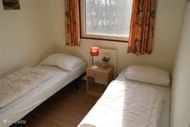 Tweede slaapkamer. Twee 1 persoons bedden.