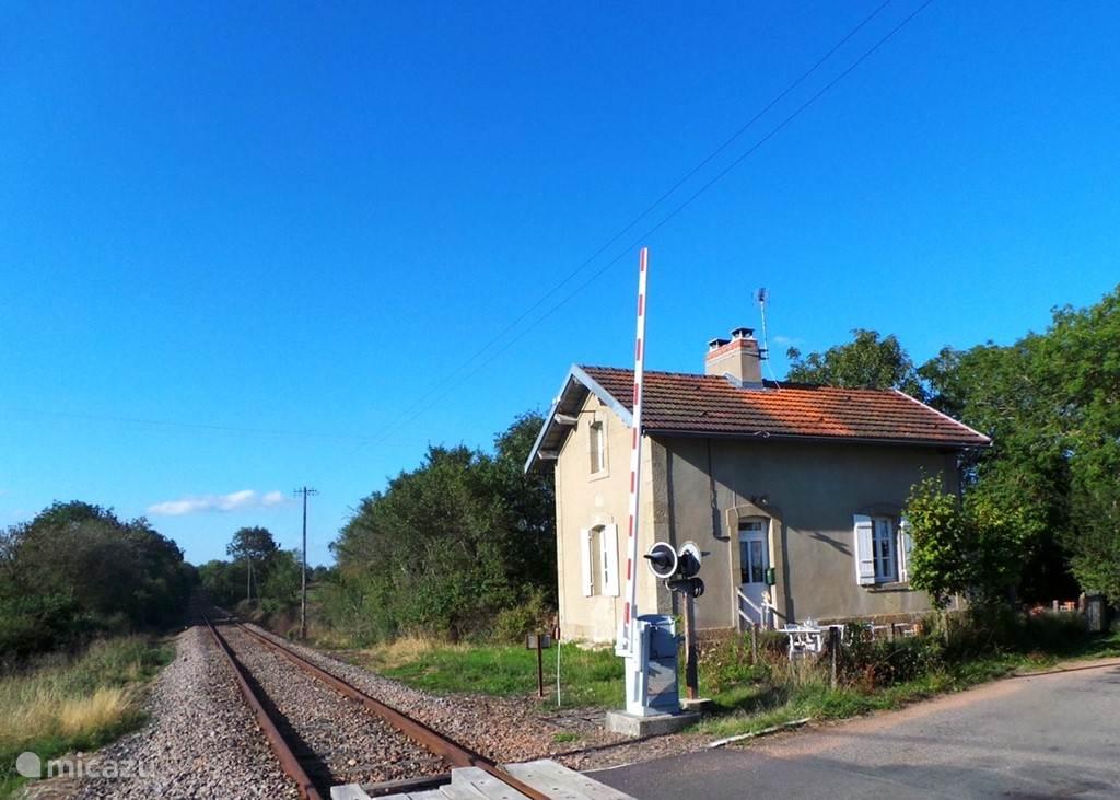 Vacation rental France, Burgundy, Liernais -  gîte / cottage Romantic French Railway Cottage