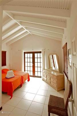 Master bedroom with balcony doors where you can enjoy the view over the hills of Banda Ariba.