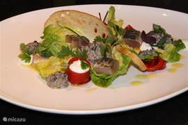 Op loop- fietsafstand van goede restaurants. Er is tevens maaltijdservice mogelijk via VechdalFood Catering!