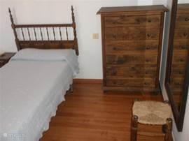Slaapkamer 3 met twee eenpersoons bedden