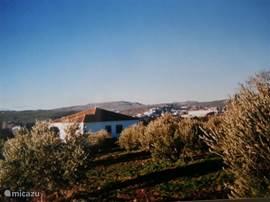 Het huis staat vrij, uitzicht op het mooie witte dorp setenil de las bodegas en in de buurt van dit dorp liggen 2 prachtige natuurreservaten.
