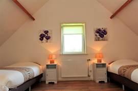 De ruime slaapkamer op de eerste verdieping