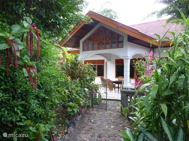 Vacation rental Indonesia, Sumatra, Batusangkar holiday house Cici