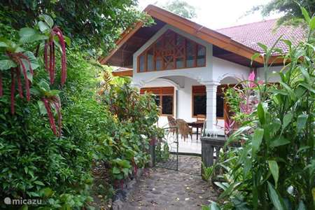 Vacation rental Indonesia – holiday house Cici