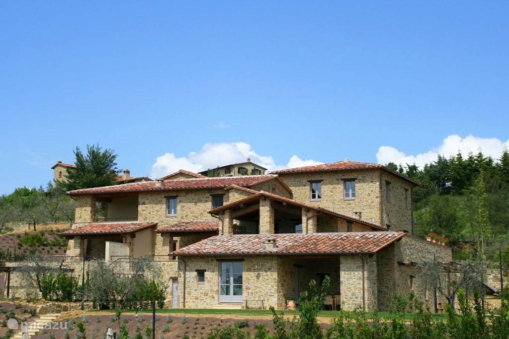 Mazzo maakt onderdeel uit van RIVA. RIVA heeft twee zwembaden. Mazzo bevindt zich in het rechterdeel.