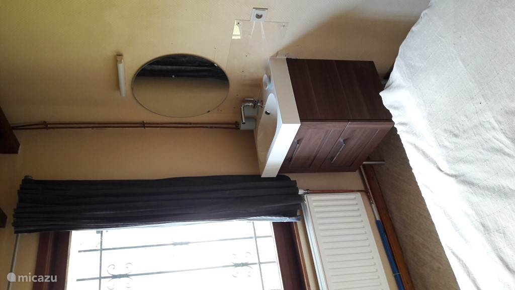 2-peersoonsslaapkamer met wastafel