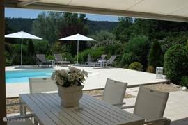 Villa villa fine fleur in salernes provence frankrijk huren - Zwembad onder het terras ...