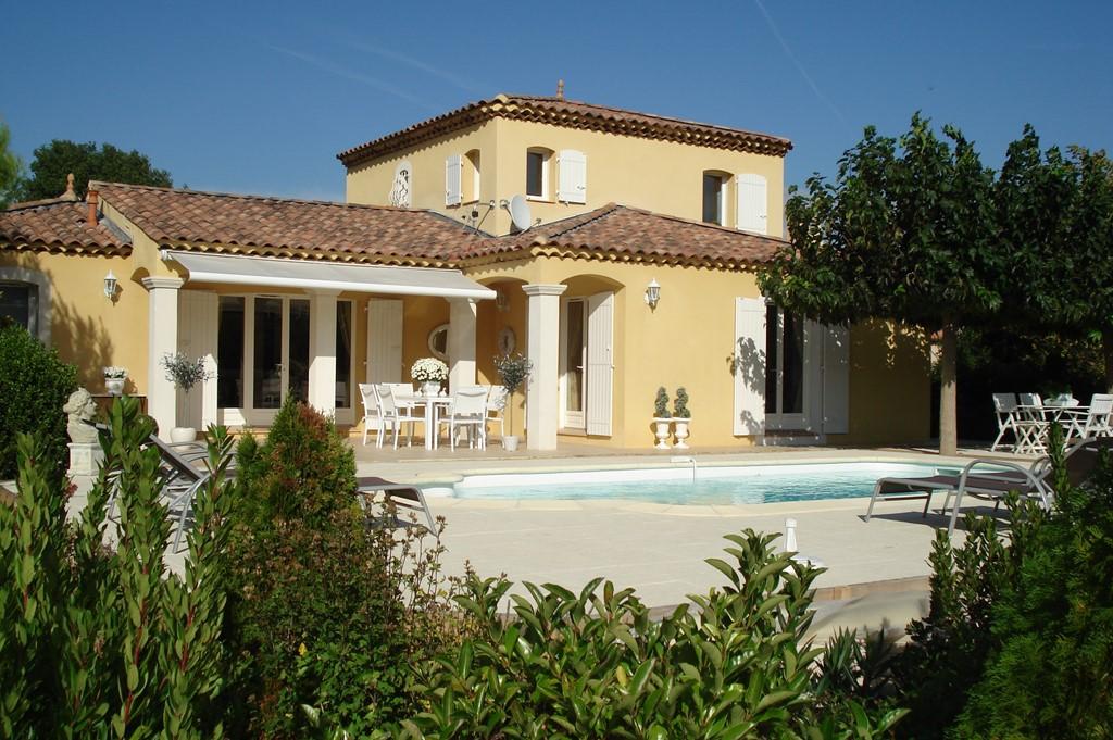 Boek nu met € 300,00 korting de laatste twee nog openstaande 14 dagen van       23/6 tot 7/7 of van 18/8 -1/9, schitterende villa met privé zwembad