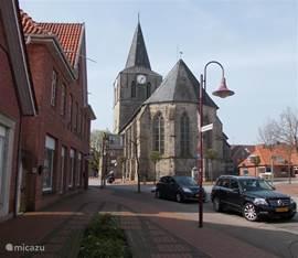 In het centrum o.a. deze mooie oude Hervormde Kerk.