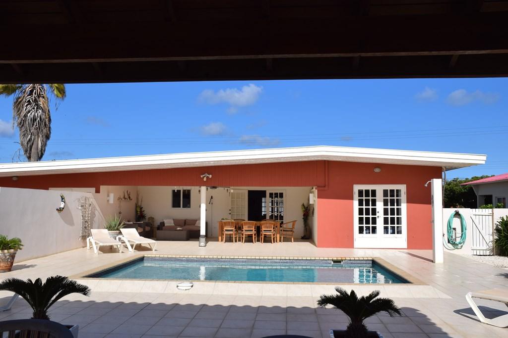 Voor een heerlijke strandvakantie; Boek nu de luxe villa - Villa San Miguel op Aruba. In november en december is er nog plaats, met leuke korting.