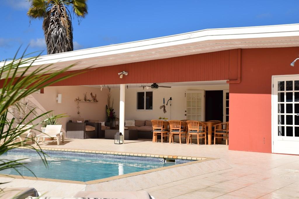 Een zon- en strandvakantie; De luxe villa - Villa San Miguel, Aruba. In juni t/m oktober is er nog plaats. Interessante kortingen op de huurprijs
