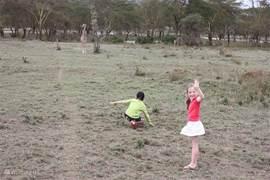Bij de giraffen en Thomson gazelles bij Crater Lake Sanctuary (25 minuten rijden)