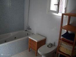 Badkamer bovenverdieping met bubbelbad, wastafel, bidet en toilet
