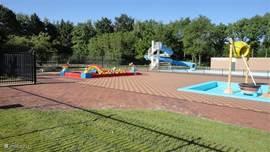 Zicht op buiten zwembad