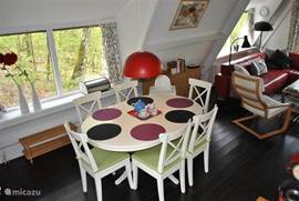 Dining table with 6 chairs for dining together.