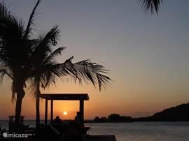 Zonsondergang bij Zanzibar. ROMANTISCH.