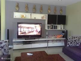 De woonkamer met Tv