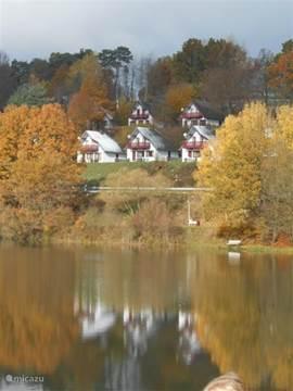uitzicht over het seepark vanaf het stuwmeer in het park