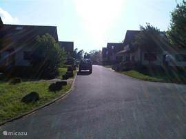 de straat van dorp 4 waar het huisje ligt