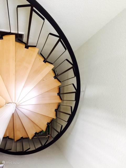 de trap in het huis..