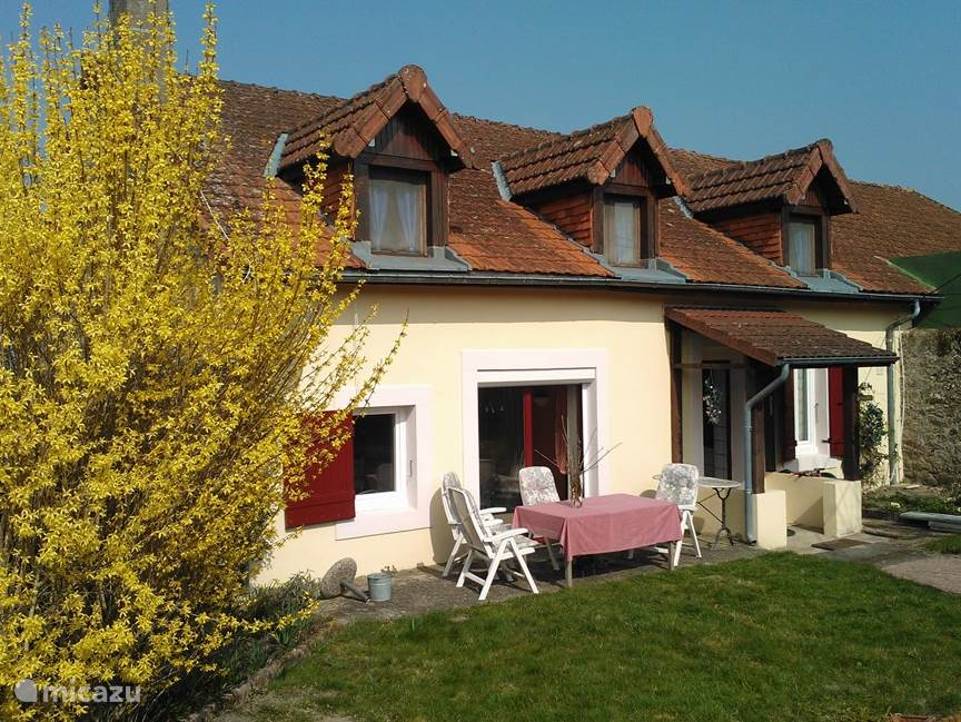 Vacation rental France, Burgundy, Mesvres Holiday house Petit Maison Le Creusot