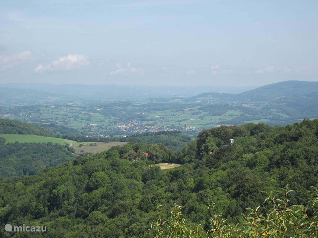This photo is also taken into Uchon: in the distance, the houses of Mesvres and behind is the National parc of Morvan.
