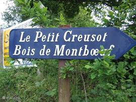 1 km outside the village Mesvres, situated between the meadows and forests lies Petit Le Creusot