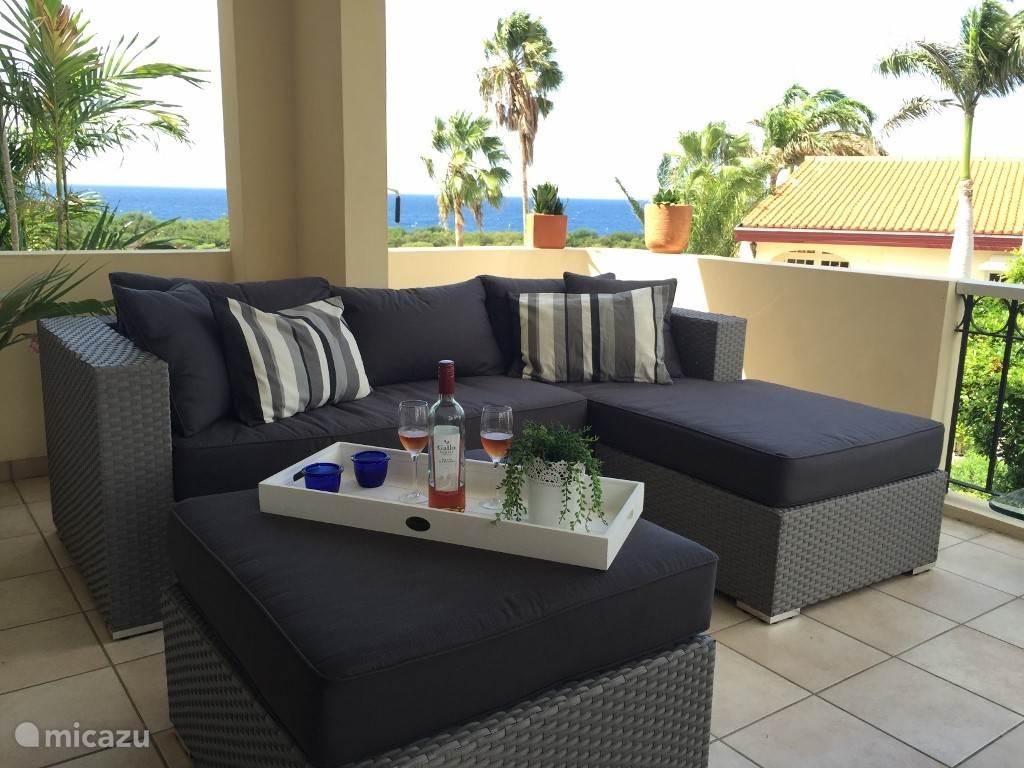 Lekker lounge op de veranda van ons appartement