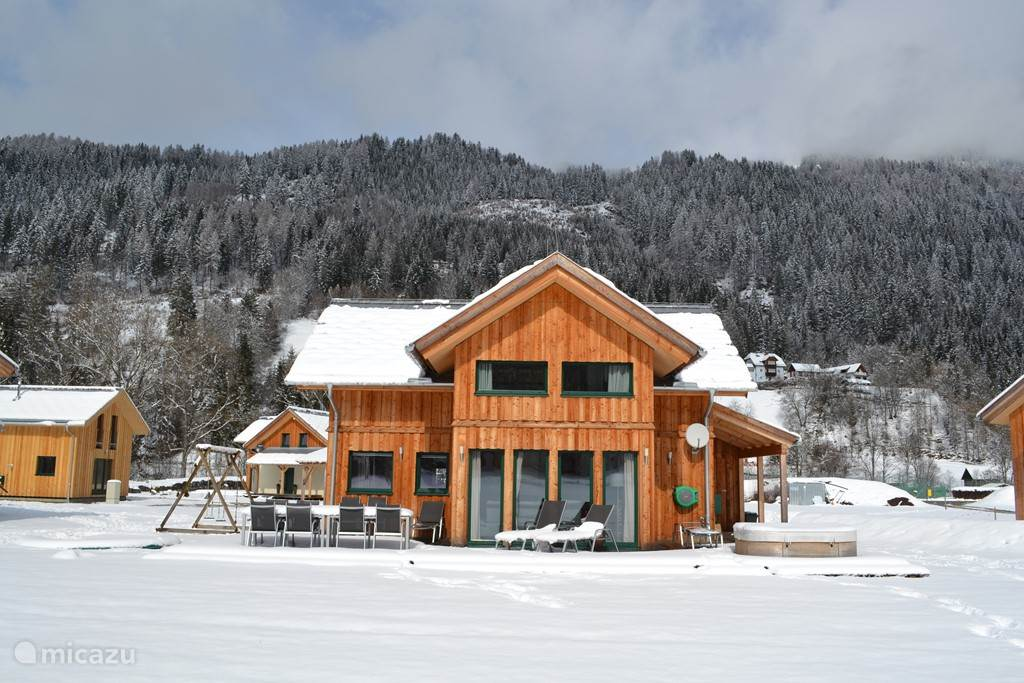 5-star spa chalet Murtalblick. Stunning mountain views, location with spacious terrace. Attractive interior, fully equipped. Enjoy the Hammam and sauna, relax in the outdoor Jacuzzi. Own trampoline, swings and privacy. Plenty of activities in the area.