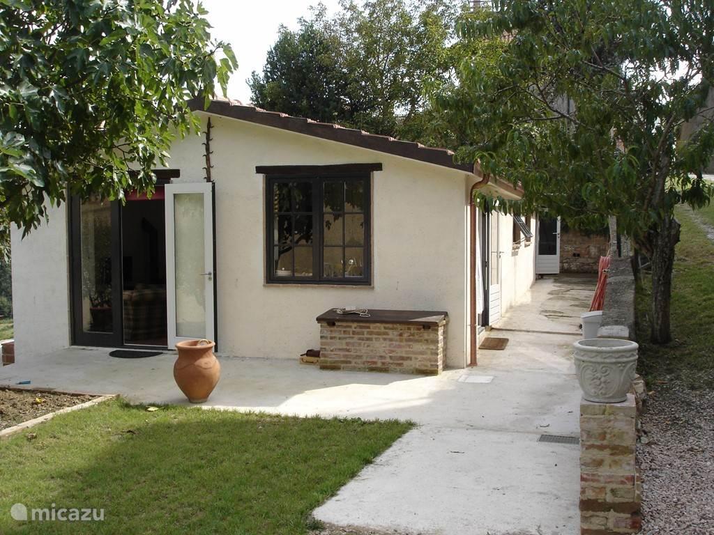Tuindeuren woonkamer en raam keuken