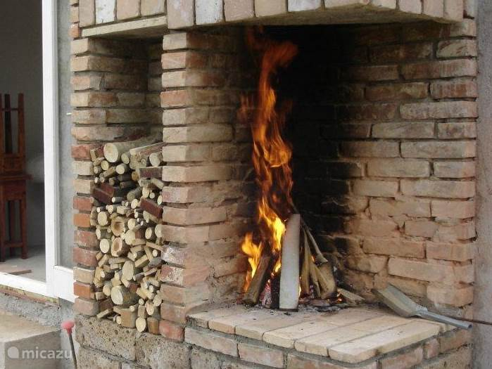 Buiten openhaard en BBQ