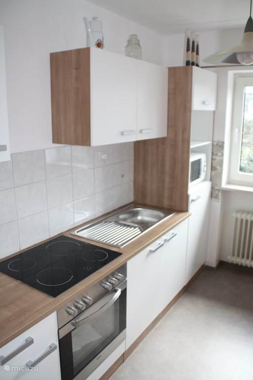 Keuken met alle mogelijke keukenapparatuur