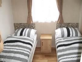 Slaapkamer met twee eenpersoonsbedden 80 x 190cm