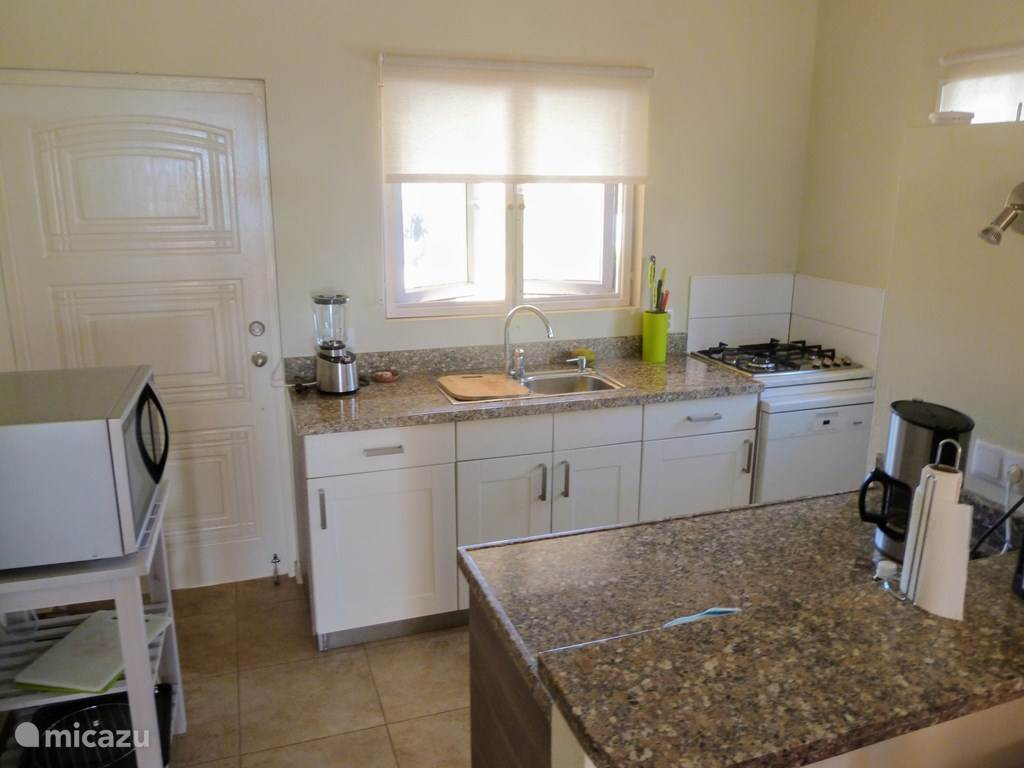 Spacious open kitchen with 4 burner gas cooker, dishwasher and combi microwave.