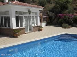 Ruime villa met ruime terrassen en privé zwembad.