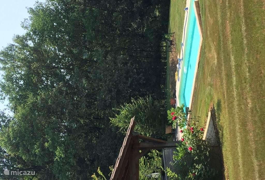 Zwembad en poolhuis