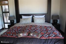 Tweede ruime slaapkamer.